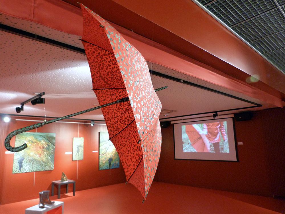 Installation le parapluie rouge